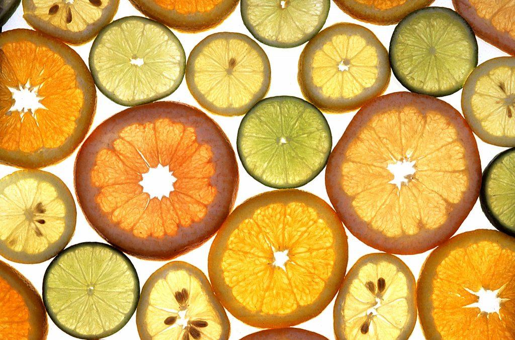 Цитрусовые By Scott Bauer, USDA [Public domain], via Wikimedia Commons https://upload.wikimedia.org/wikipedia/commons/e/e0/Citrus_fruits.jpg