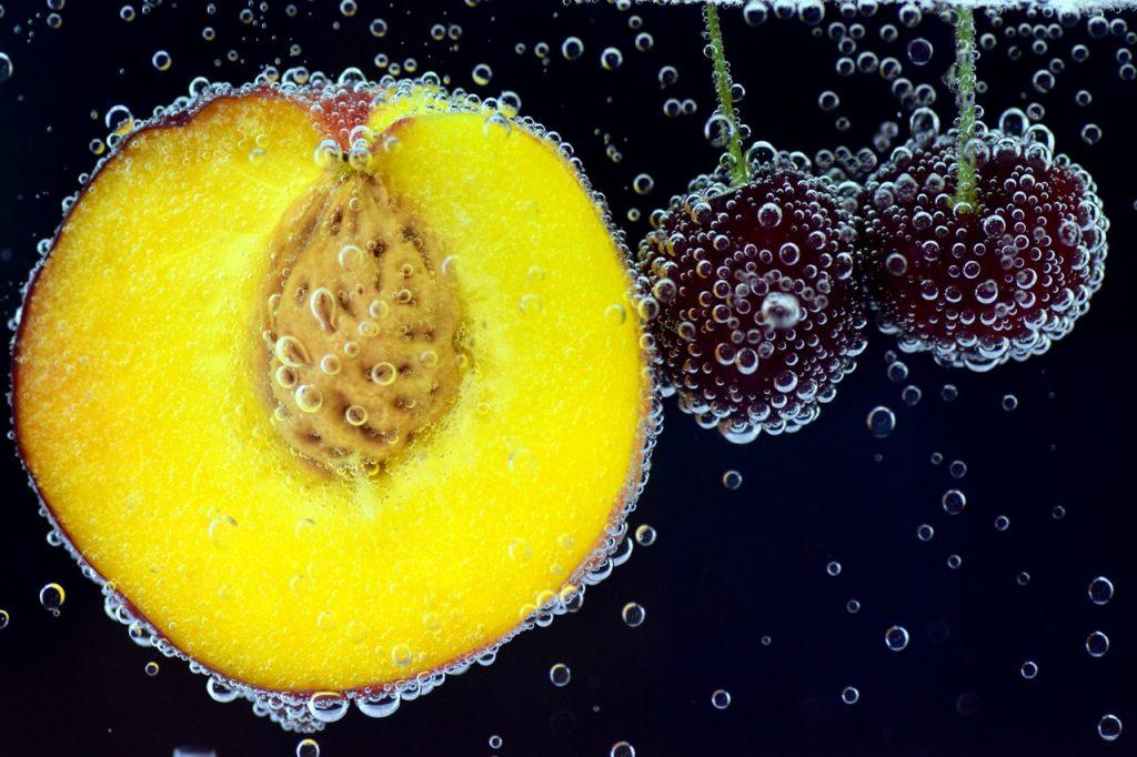 Вишня и абрикос
